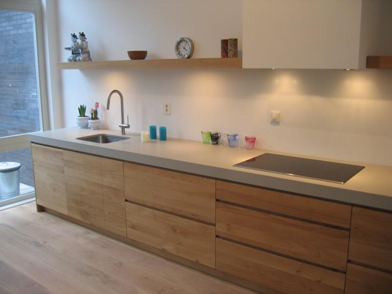 Keuken Betonlook : keuken in eikenhout en aanrecht van Caesarstone betonlook